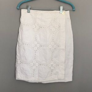 THE LIMITED WHITE LINEN SKIRT WITH LACE AND FLOWER